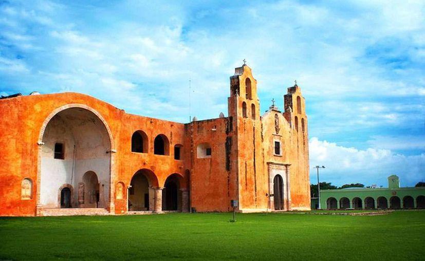 Maní forma parte de la llamada Ruta de los Conventos, que se extiende por buena parte del sur de Yucatán. La imagen es del Convento de San Miguel Arcángel. (ficmaya.com)