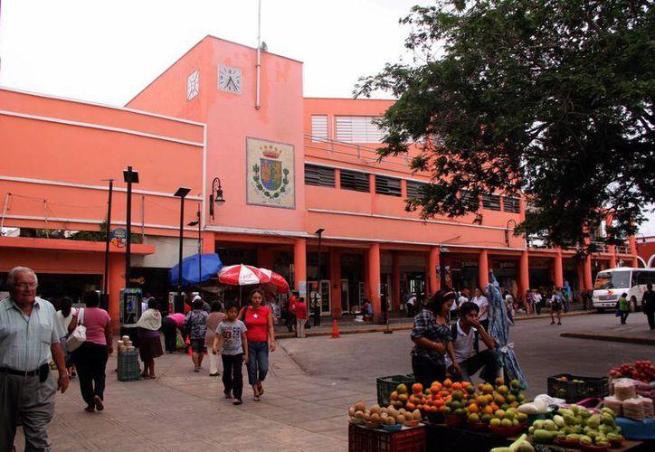 El edificio del mercado Lucas de Gálvez data de los años 50. (Milenio Novedades)