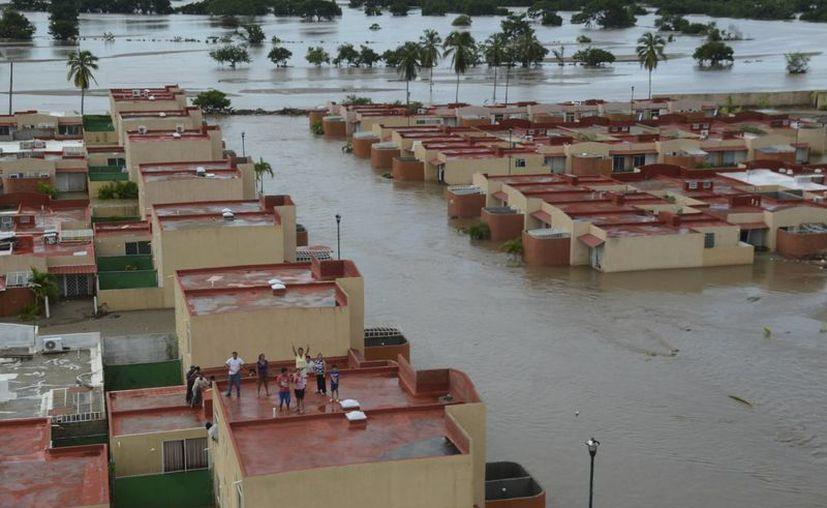 Solamente un 6.7 de los encuestados reconoció que puede hacer frente a un huracán. En la imagen, inundaciones causadas por el huracán Ingrid en el estado de Guerrero. (Archivo/SIPSE)