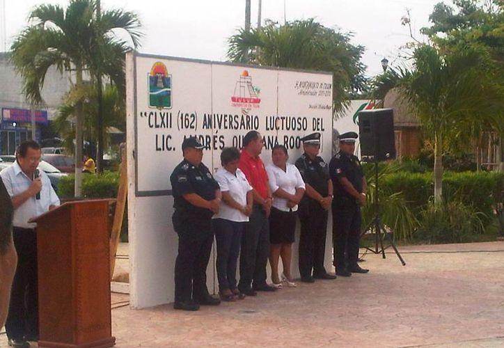 La ceremonia cívica fue presidida por el alcalde Martín Cobos Villalobos. (Cortesía/SIPSE)