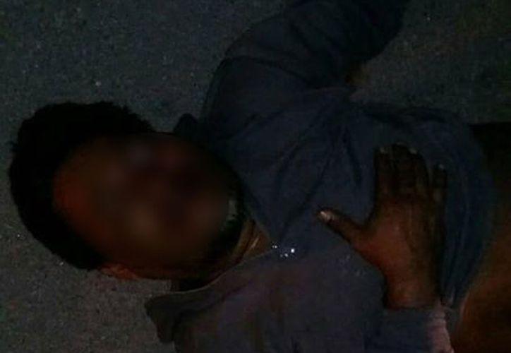 El presunto ladrón fue arrastrado por el pavimento de la población. (SIPSE)