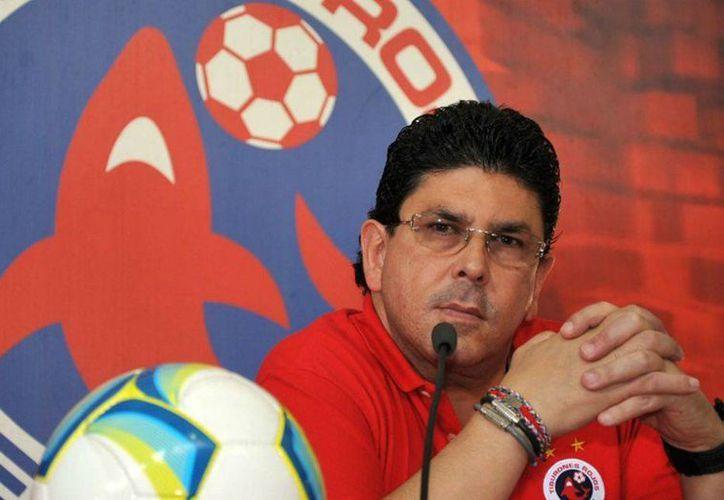 El club de futbol Tiburones Rojos de Veracruz podría ser embargado para realizar el pago de laudo laboral de 12 extrabajadores. En la foto, Fidel Kuri Grajales, dueño del equipo. (as.com)