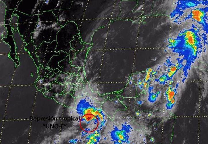 La depresión Tropical 1-E causará en las próximas horas precipitaciones intensas, tormentas eléctricas y posibles granizadas en Oaxaca, Chiapas, Tabasco y otros estados del país. (Imagen tomada de smn.conagua.gob)