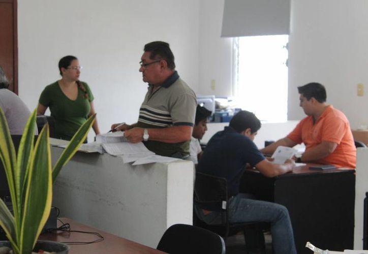 El exalcalde de Dzemul, Domingo Ortega Graniel, fue uno de los exfuncionarios de varios municipios yucatecos que comparecieron este miércoles en torno a un presunto daño patrimonial. (Foto: Gerardo Keb/Milenio Novedades)