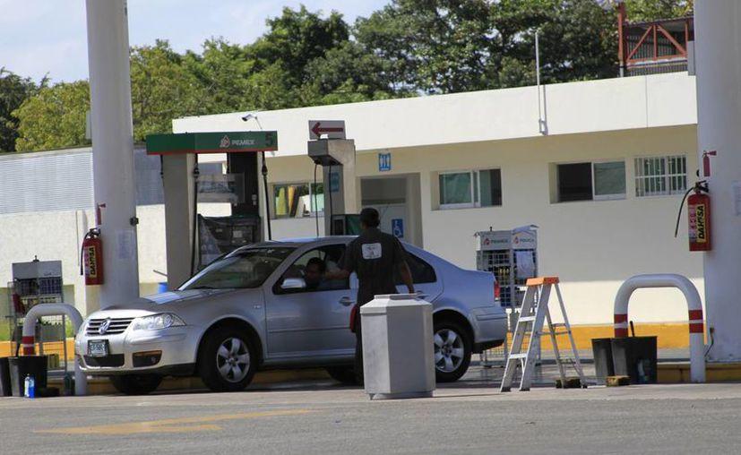 El costo de los combustibles es uno de los temas que aquejan a los empresarios. (Harold Alcocer/SIPSE)