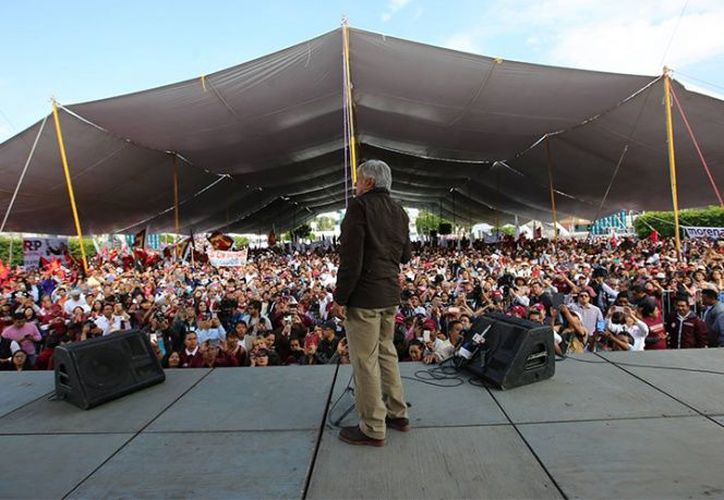 AMLO durante un acto proselitista en San Andrés Tuxtla, Veracruz. (excelsior.com)