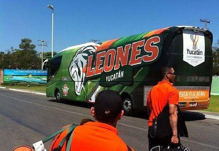 Las 'fieras' arribaron a Mérida esta mañana y por la tarde entrenarán en el Campo del Volante. (Foto tomada de la página de Facebook de Leones de Yucatán)