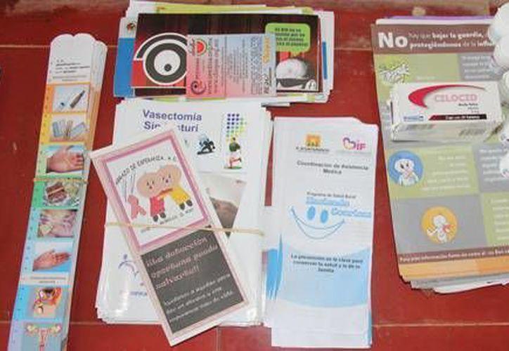 Fueron otorgados preservativos, para los jóvenes y adultos que tienen ya tienen una vida sexual. (Redacción/SIPSE)