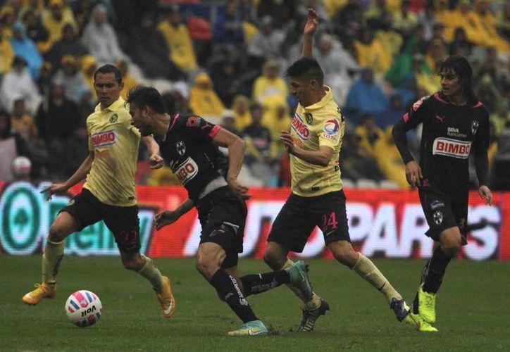 América escaló al segundo sitio de la tabla local, muy cerca de Toluca, luego de disputarse la fecha 13 del Torneo Apertura 2014 de la Liga MX. (Notimex)