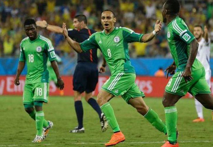 El presidente de la federación de futbol nigeriana, Aminu Maigari, fue cesado por una disputa con los jugadores de la selección por el pago de bonificaciones. (Archivo AP)