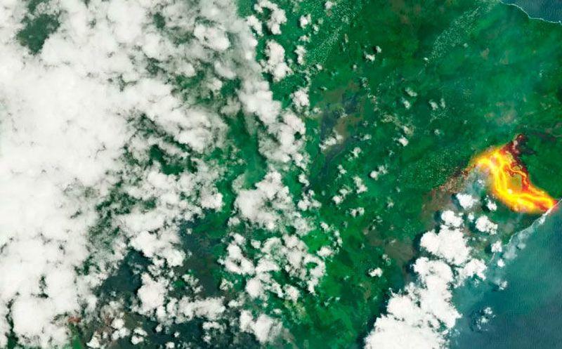El volcán de Hawái genera llamas azules