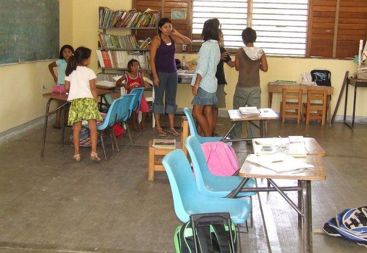 En algunos salones del noveno municipio fue evidente la falta de estudiantes. (Rossy López/SIPSE)