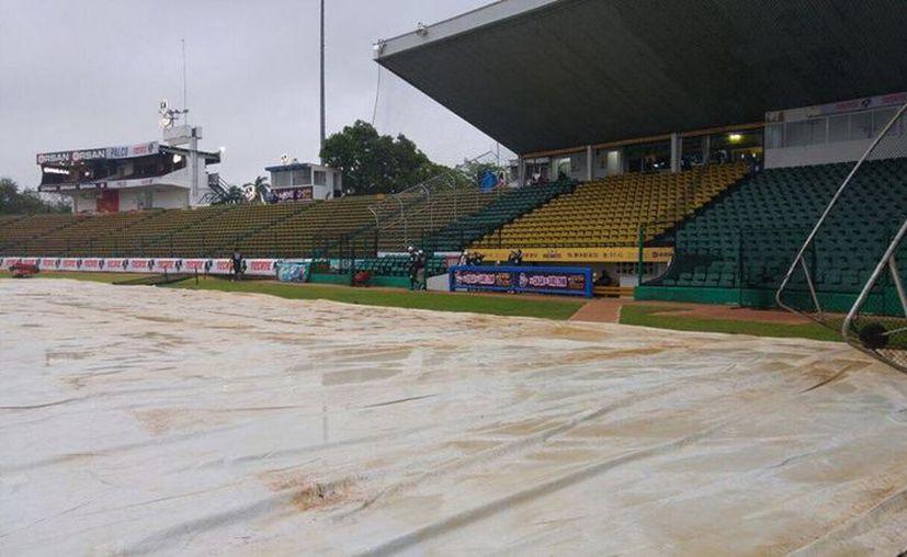 El 3er juego de la serie Leones de Yucatán vs Olmecas Tabasco queda suspendido a causa de la lluvia en Villahermosa. (Facebook/ Leones)