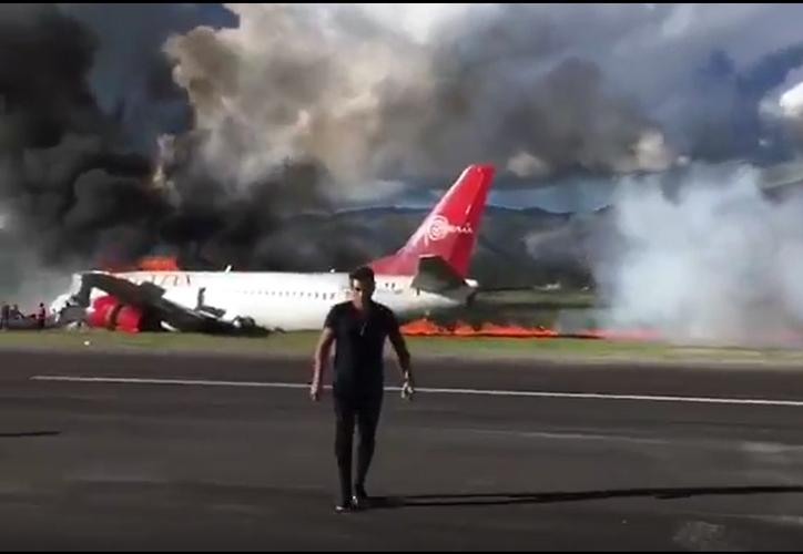 Avión se incendia tras aterrizaje forzoso (Foto: Redacción)
