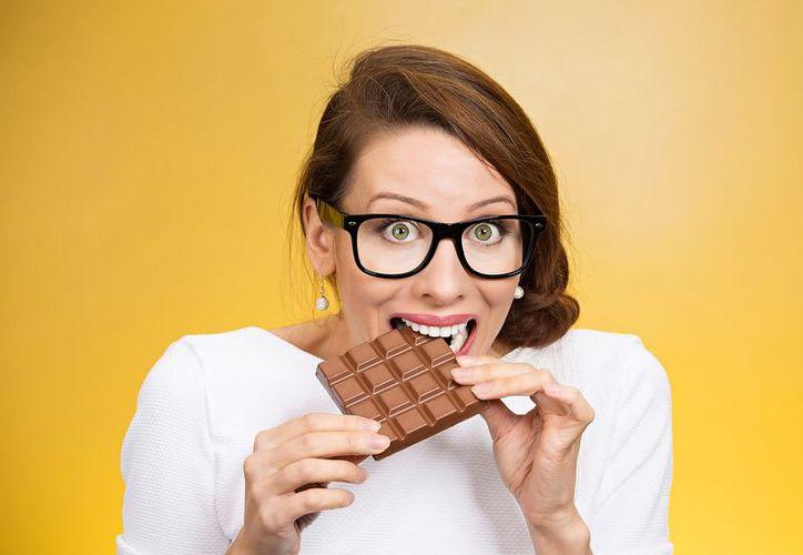 Disfrutar de unos pedazos de chocolate levanta el ánimo y repara un corazón roto. (Foto: Recetas Para Adelgazar)