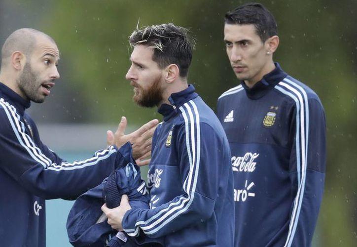 Comandados por Lio Messi, Argentina busca sumar tres puntos importantes para estar en los puestos de clasificación al Mundial 2018.(Natacha Pisarenko/AP)