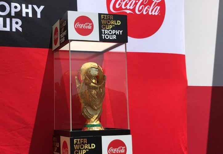El trofeo viajó por Rusia durante tres meses con una ruta de más de 16 mil kilómetros en 16 ciudades. (Twitter: @huerta_cesar)
