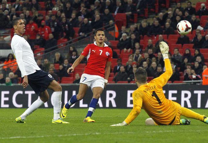 Chile venció a Inglaterra 2-0 con doblete de Alexis Sánchez. (Foto: Agencias)