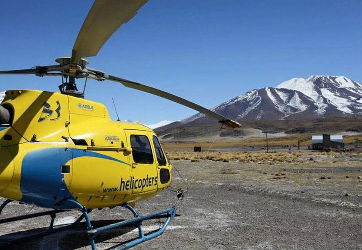 Imagen del helicóptero que durante varios días realizó recorridos en la cordillera de los Andes, en Chile, tras la desaparición del montañista hindú Malli Mastan Babú, quien fue hallado muerto. (Facebook/Rescue-Malli-Mastan-Babu)
