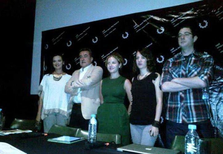El comité organizador del Riviera Maya Film Festival, acompañado por la secretaria de Cultura de Quintana Roo, Lilián Villanueva Chan. (Redacción/SIPSE)