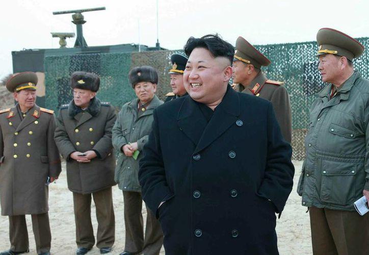 En marzo pasado se informó que Corea del Norte realizaba operaciones con misiles supervisadas por el líder de ese país, Kim Jong-un. (EFE/Archivo)
