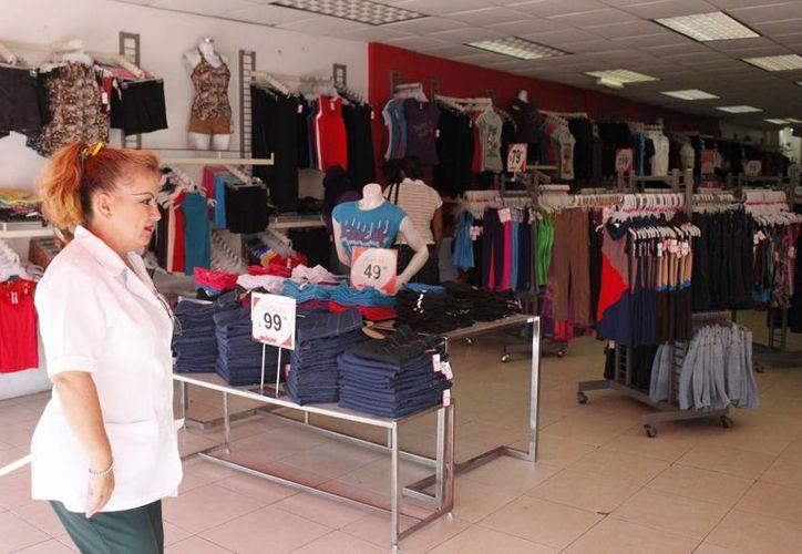 Desde la semana pasada, los establecimientos de Chetumal sacaron a la vista del público los productos para el 14 de febrero, esperando un repunte de ventas hasta del 80%. (Juan Palma/SIPSE)