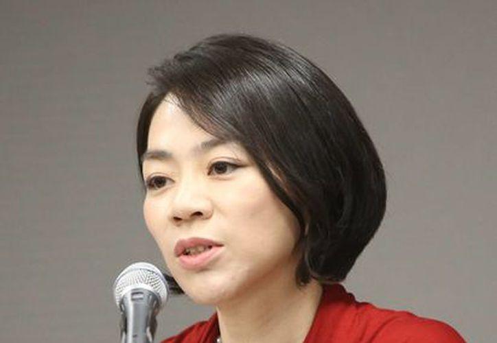 Fotografía de Cho Hyun-ah, vicepresidenta de Korean Air, durante una conferencia de prensa en Incheon, Corea del Sur, el pasado mes de septiembre. La ejecutiva retrasó un vuelo por más de 20 minutos a causa de un capricho. (Agencias)
