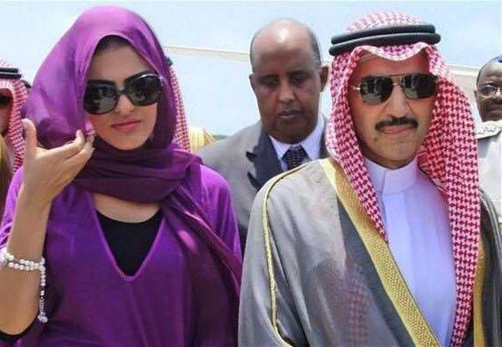 El príncipe de Arabia Saudita Alwaleed Bin Talal, recorrió la zona arqueológica de Tulum este miércoles. (Facebook/Mario Cruz Rodriguez)