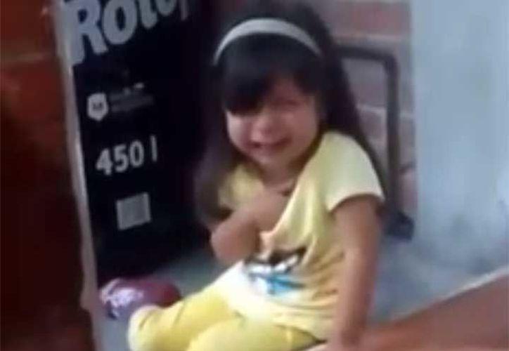 El padre de la menor comparte el video en sus redes sociales. (Facebook)