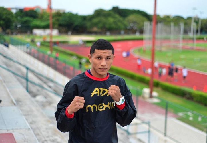 'Alacrán' Berchelt enfrentará al texano Antonio 'Tony' Escalante, en la segunda pelea estelar de este sábado en el Coliseo Yucatán. (Luis Pérez/Milenio Novedades)