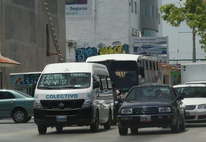 Aunque se reporte temporada alta en los servicios de transporte, los aumentos al precio del combustible afectan la economía de los choferes. (Adrián Monroy/SIPSE)