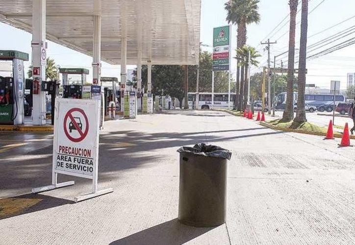 México importa cada año millones de dólares en combustible, para cubrir la demanda del mercado interno. (excelsior.com.mx)