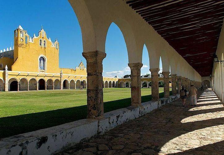 Según cuentan propios y extraños, en el convento de Izamal vaga el fantasma de un monje. (Jorge Moreno)