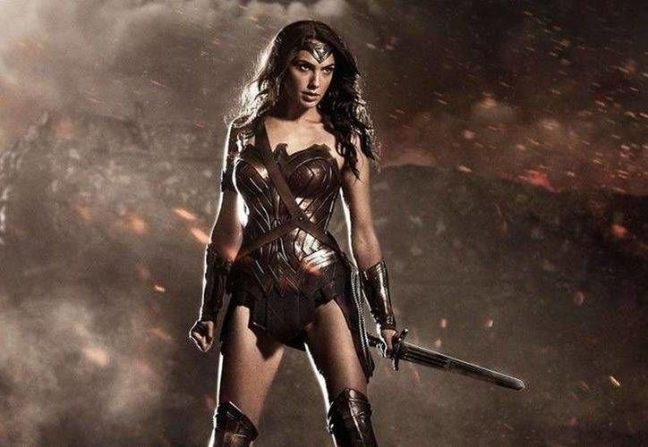 La imagen de 'La Mujer Maravilla' recibió diversas críticas por la 'broma' que realizó la conocida cadena de cines en México. (DC Comics)