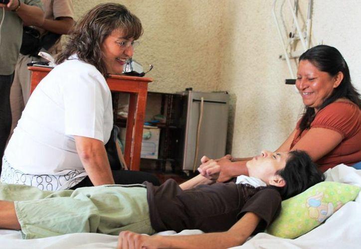 Llegan beneficios en salud, transporte y servicios a discapacitados motuleños. (Cortesía)