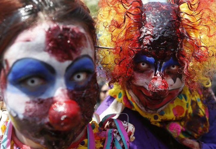 Impresionantes maquillajes usaron los participantes de la marcha Zombie Walk, por las calles centro de Santiago de Chile. (EFE)