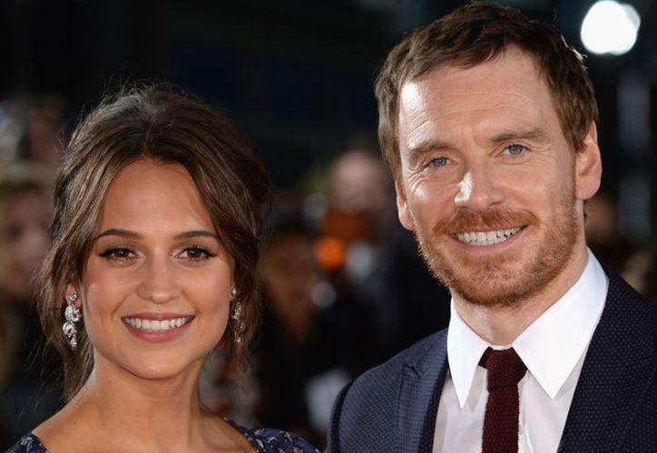 Esta pareja de enamorados se conoció durante la filmación de la película The Light Between Oceans en 2014. (Hola)