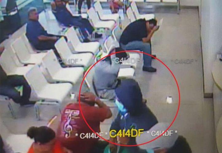 Los delincuentes lograron escapar con el dinero de los usuarios. (Foto: Milenio).