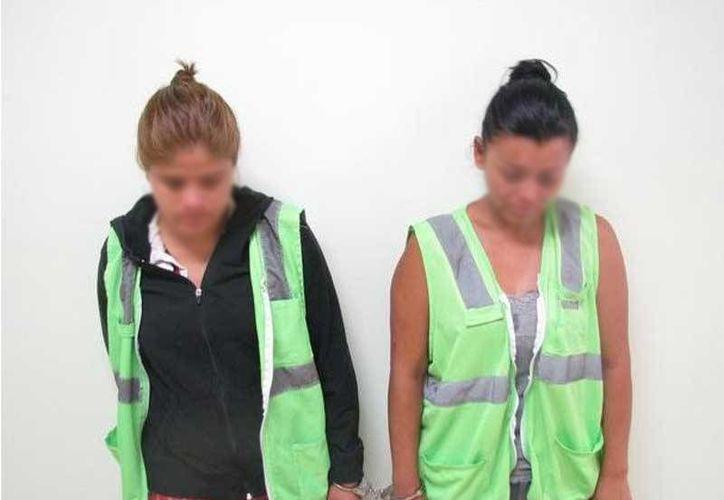 Guadalupe de 27 años, Antelma de 36, fueron expuestas ante los medios de comunicación como peligrosas delincuentes. Imagen de archivo. (eldictamen.mx)