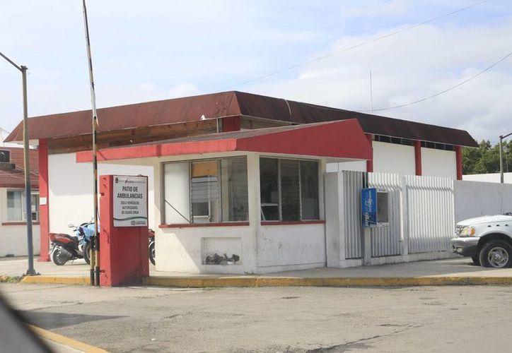 La denuncia ciudadana señaló que la ambulancia de traslados se encuentra fuera de servicio, debido a la falta de combustibles. (Harold Alcocer/SIPSE)