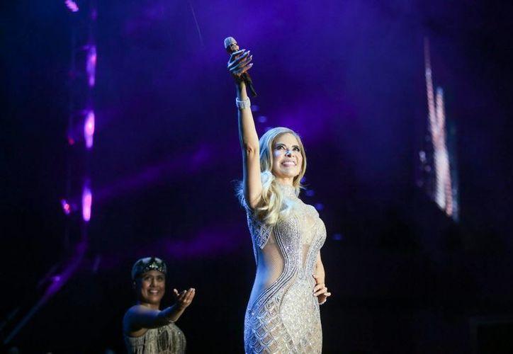 Gloria Trevi hizo vibrar al Coliseo Yucatán, con la presentación de su concierto  'El Amor World Tour 2016' ante centenares de personas que se dieron cita al encuentro musical.  (Milenio Novedades)