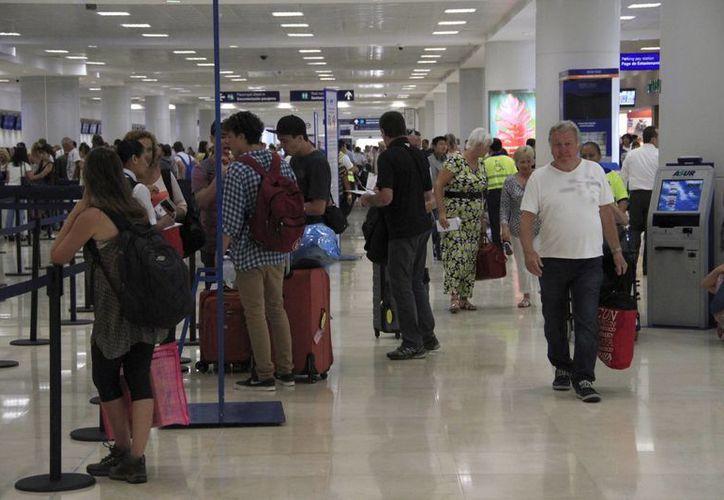 Continúan el arribo de brasileños a Cancún pese a la situación económica en ese país. (Victoria González/SIPSE)