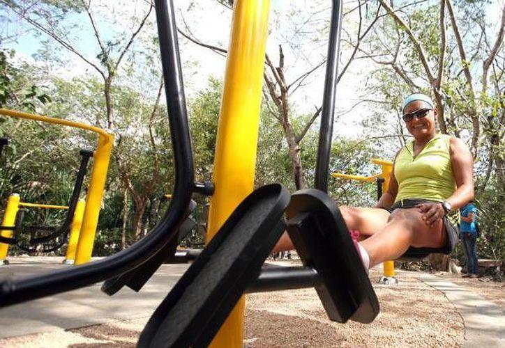El secreto para bajar de peso haciendo ejercicio es destinar 15 minutos al día en actividades moderadas como caminar o andar en bicicleta. (Archivo/SIPSE)