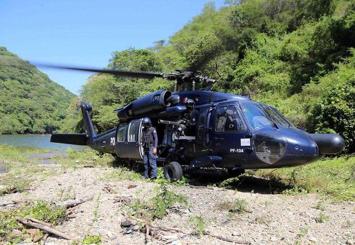 Integrantes de la Upoeg dedicados a la búsqueda de los normalista de Ayotzinapa pidieron a la Policía Federal un helicóptero para ir a buscar los jóvenes en la Cueva del Diablo. La corporación lanzó un operativo, pero nada encontraron. (NTX/Archivo)