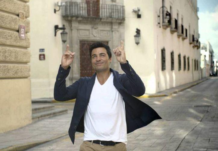 Chayanne durante una escena del video promocional de Yucatán. (YouTube)