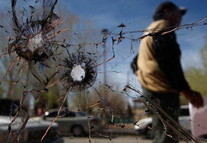 Según el SNSP, casi seis de cada 10 homicidios registrados en mayo se cometieron con algún tipo de arma de fuego. Imagen de contexto. (Archivo/Reuters)