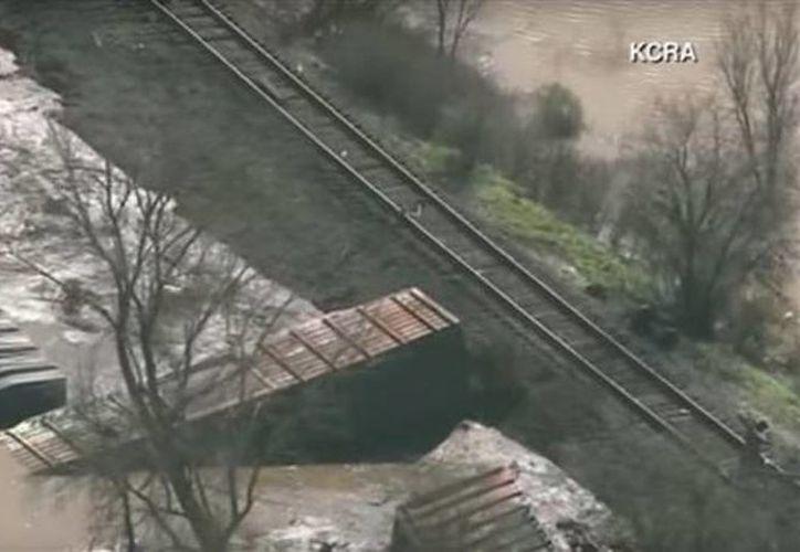 Equipos especializados en el manejo de materiales peligrosos acudieron al lugar como precaución. (twitter.com/PressTV)