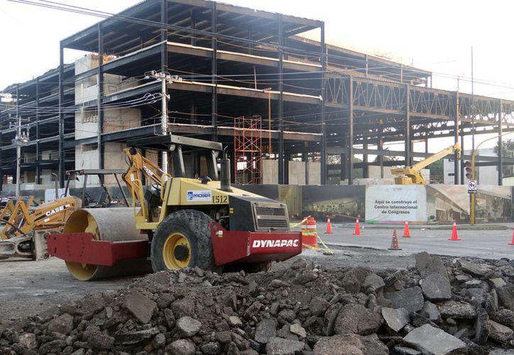 El sector constructor no creció lo esperado por los empresarios, debido al alza de costos y a los recortes en obras públicas. (Archivo/SIPSE.com)