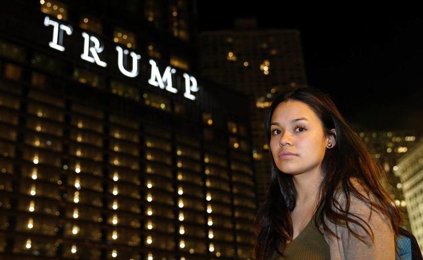 Nancy Villa, quien llegó a EU desde México sin permiso de residencia cuando era una niña, recibió un permiso de trabajo a través de un programa federal creado en 2012 iniciado durante el gobierno de Barack Obama. (AP/Nam Y. Huh)