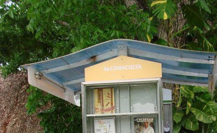 El paralibros que de la Expomaya permaneció cerrado al público. (Manuel Salazar/SIPSE)